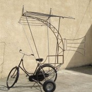 Carcasse vélo à aile, Théatre de rue, 2013.