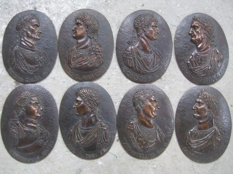 Modelage série de 8 médaillons Empereurs romains bronze Italie 19ème 17/25cm