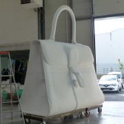 taille directe, atelier François Devineau;chef de projet.sac Delvaux agrandit 10 fois, polystyrène, 2M85/3M30.